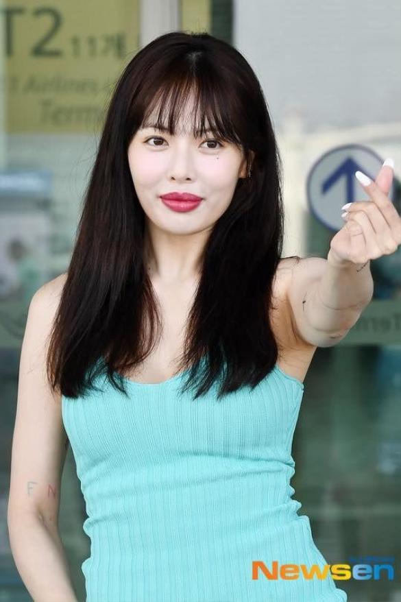 Đôi môi to mọng của HyunA đã nhận phải nhiều ý kiến trái chiều từ mọi người nhưng đa số đều cho rằng đôi môi không được hài hòa cho lắm với tổng thể khuôn mặt của nữ ca sĩ