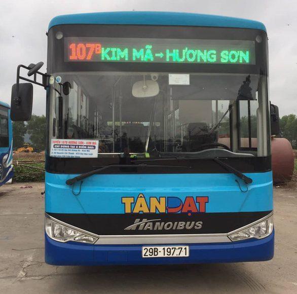 Xe buýt nhanh được tăng cường phục vụ khách từ Kim Mã đi chùa Hương và ngược lại - Ảnh: HOÀNG PHƯƠNG