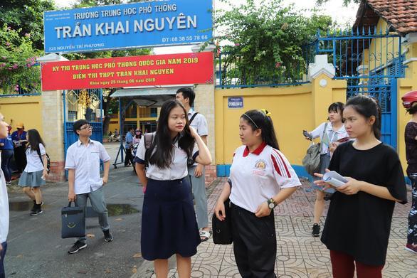 Điểm thi trường THPT Trần Khai Nguyên bị thiếu mã đề khiến thí sinh làm bài muộn 30 phút so với giờ quy định. Ảnh: Tuổi Trẻ Online