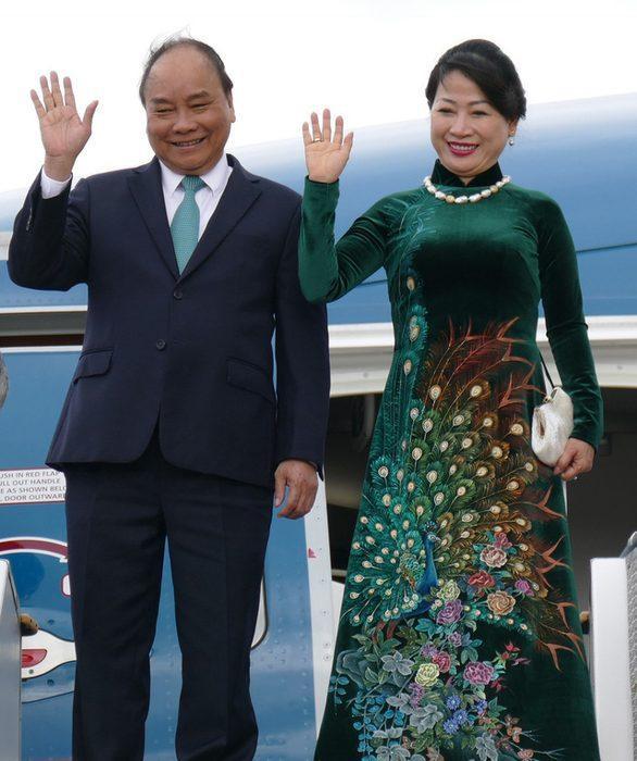 Gam màu xanh được Thủ tướng và phu nhân chọn lựa khi đi công du