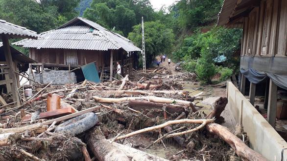 Khung cảnh tan hoang ở Sa Ná sau trận mưa lũ kinh hoàng. Ảnh: Tuổi Trẻ