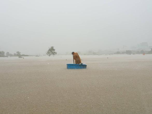 """""""Đảo ngọc"""" Phú Quốc trải qua trận ngập lụt lịch sử. Ảnh: Tuổi Trẻ"""