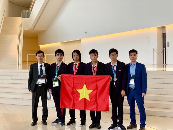 Đội tuyển Việt Nam tham dự Olympic Tin học quốc tế năm 2019. Ảnh: Bộ GD-ĐT/Báo Tuổi Trẻ
