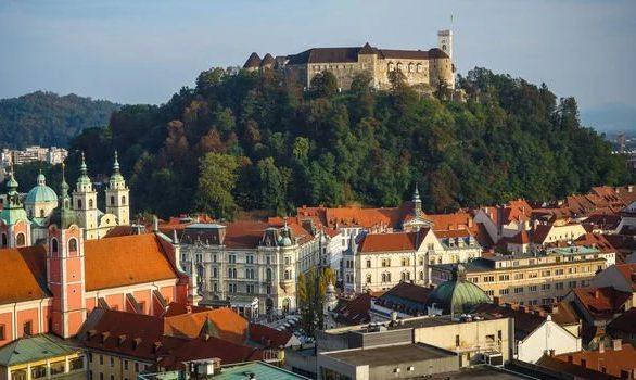 Bà sinh ra ở Ljubljana, Slovenia.