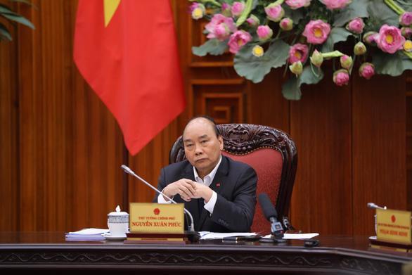 Thủ tướng Nguyễn Xuân Phúc chủ trì cuộc họp. Ảnh: Tuổi Trẻ