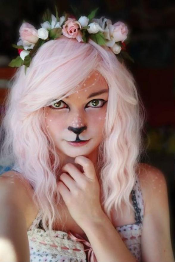 Với make up hươu sao thì bạn chỉ cần dùng phấn mắt màu trắng để tạo các đốm sao trên má và trán.