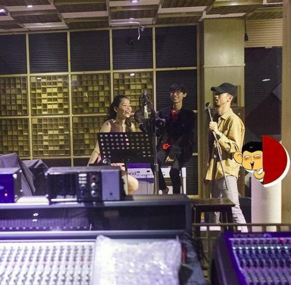 Hình ảnh Chi Pu, rapper Đen Vâu và Lynk Lee trong phòng thu được rò rỉ trên mạng. (Nguồn: HHSB)