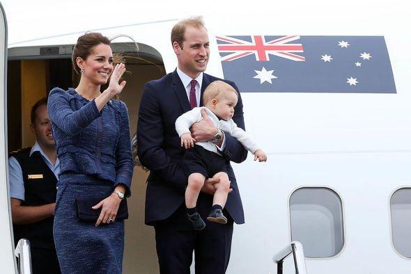 Theo quy định của hoàng gia Anh, Công nương Kate sẽ không được ngồi cùng 1 chuyến bay với Hoàng tử William và con trai George.
