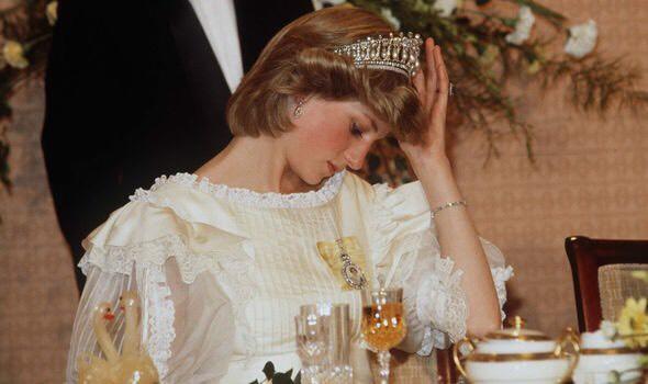 Công nương đã khóc rất nhiều và đau lòng khi phải nghe Charles quả quyết muốn kết thúc hôn nhân
