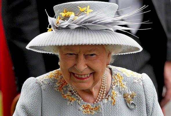 Nữ hoàng có thể giữ quyền nuôi dạy tất cả trẻ em thuộc gia đình Hoàng gia.