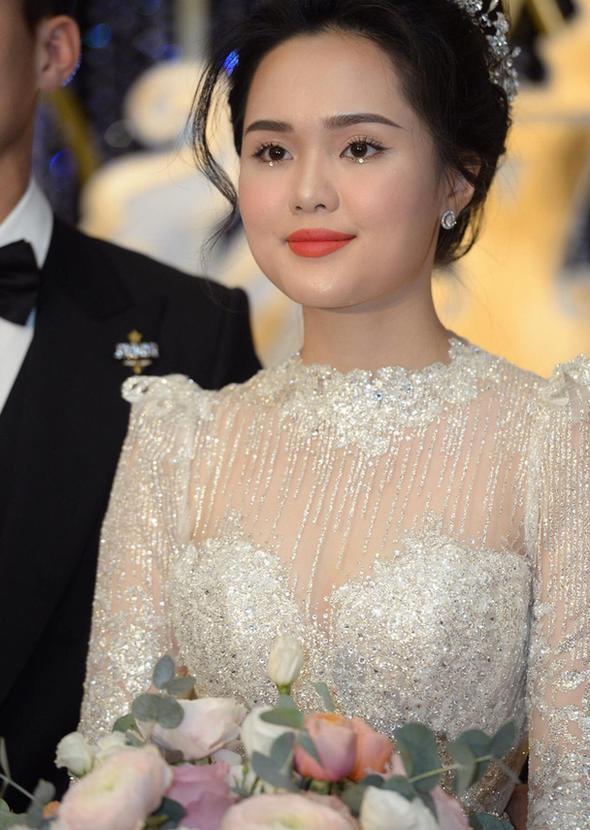 Liều lĩnh chọn phong cách make up chưa từng có tiền lệ tại Vbiz, Quỳnh Anh  vợ Duy Mạnh là cô dâu đi đầu xu hướng hot hit 2020 ảnh 3