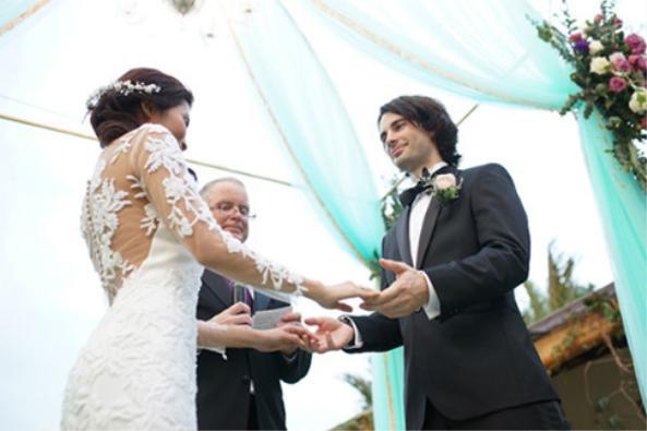 Vì tình yêu, cặp đôi đã vượt qua bao khó khăn, thử thách để cùng nắm tay nhau đi đến cuối cuộc đời. ẢNH: NVCC