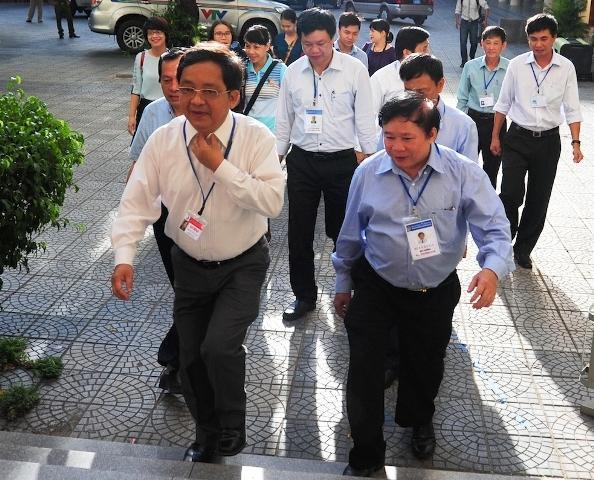Thứ trưởng Bùi Văn Ga kiểm tra tình hình thi tại cụm thi 40 tại Đà Nẵng kì thi THPT Quốc gia năm 2016. Ảnh: Nhân dân.