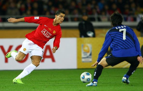 Ronaldo và màn đối đầu với Gamba Osaka của HLV Akira vào năm 2008.
