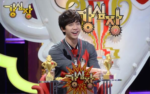 Không chỉ là ca sĩ, diễn viên Lee Seung Gi còn thử sức với vai trò MC trong chương trình Strong Heart của đài SBS (dẫn cùng Kang Ho Dong).