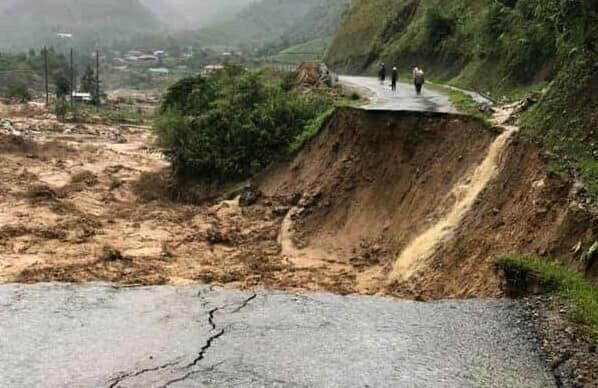 Mưa lũ gây đứt hoàn toàn Quốc lộ 4H đoạn qua xã Hua Bum, huyện Nậm Nhùn.