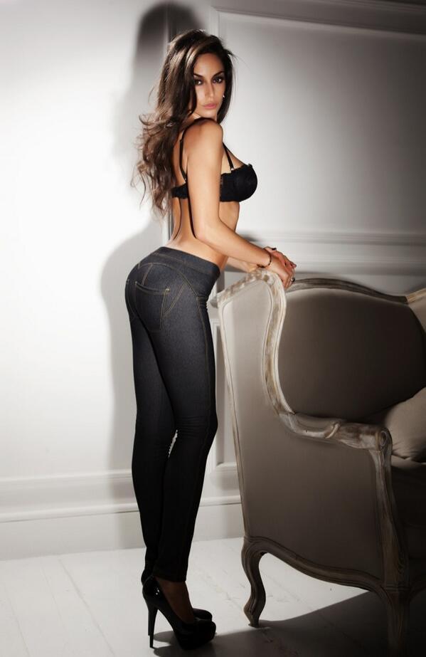 Raffaella Fico có vóc dáng khá hoàn hảo.