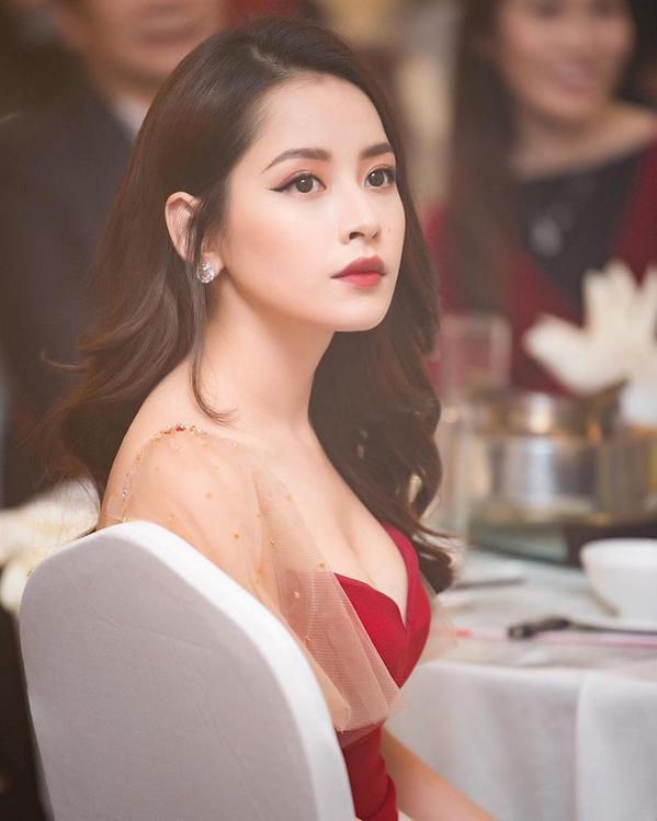 Nóng mắt với pha đụng hàng váy áo lịch sử đẹp bất phân thắng bại của dàn mỹ nhân Việt ảnh 1