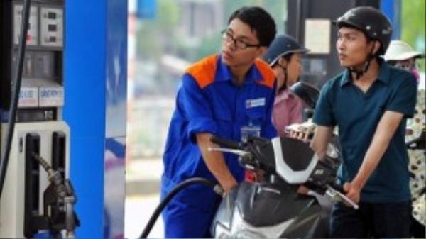 Giá xăng trong nước giảm 11 lần kể từ đầu năm.