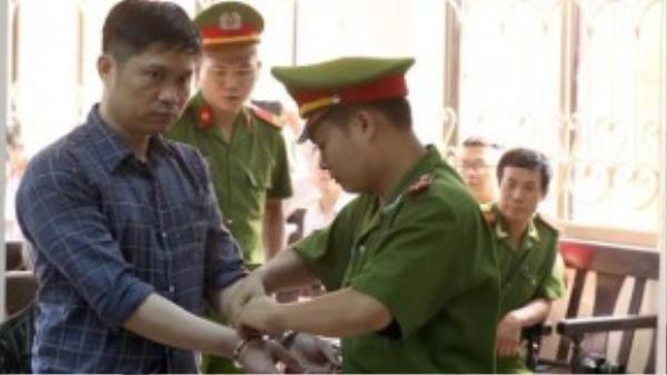 Khoảng 20 cảnh sát đến tòa từ sớm để làm nhiệm vụ. Ảnh: Bá Đô/VnExpress.net
