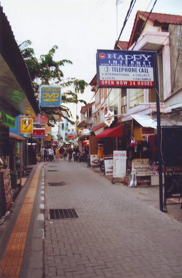 Thầy giáo 9x điển trai bật mí cách trả giá khi đến Bali ảnh 3
