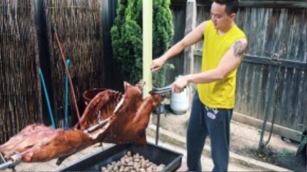 Cao Thái Sơn hào hứng với món Kangkuroo nướng.