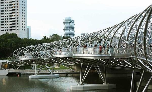 Bạn có đủ can đảm đi qua 9 cây cầu ngoằn ngoèo ngoạn mục này? ảnh 10