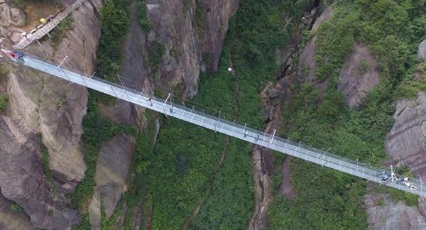 Bạn có đủ can đảm đi qua 9 cây cầu ngoằn ngoèo ngoạn mục này? ảnh 3