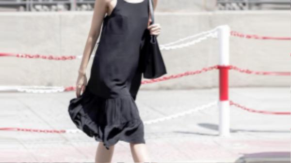 BTV thời trang Thanh Trúc là một trong những giai nhân chuộng phong cách gợi cảm đầy thanh lịch.