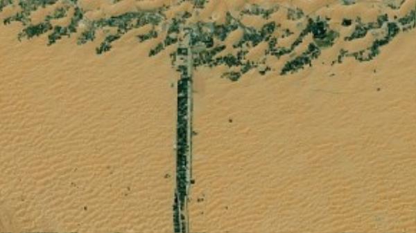 Chữ T là con đường được chụp tại các Tiểu Vương quốc Ả rập Thống nhất.