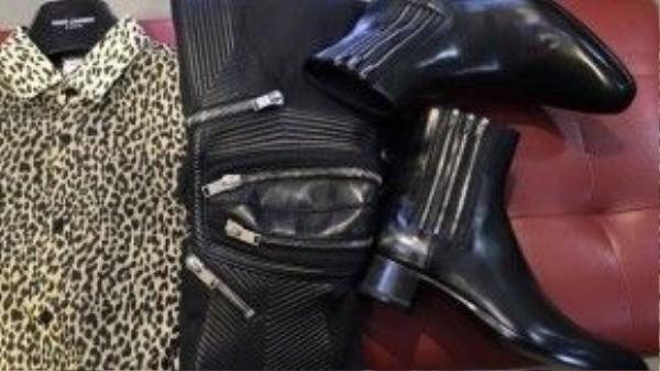 """Đôi boots cùng hãng Saint Laurent, có tên là """"Wyatt"""" có giá khoảng 27 triệu đồng."""