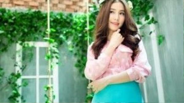 Khác với hồng thạch anh, màu xanh thanh bình có những tông đậm và nhạt vì vậy tùy theo sở thích các nàng sẽ có nhiều lựa chọn hơn trong trang phục của mình.