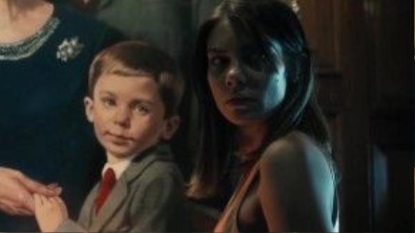 """The Boy theo chân cô gái giữ trẻ Greta bước vào một biệt thự kỳ quái, nơi có một búp bê """"sống""""."""