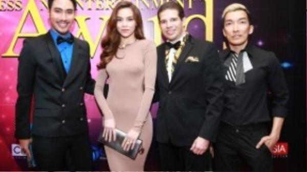 Chụp ảnh cùng NTK Lý Quí Khánh và doanh nhân Randy Dobson.