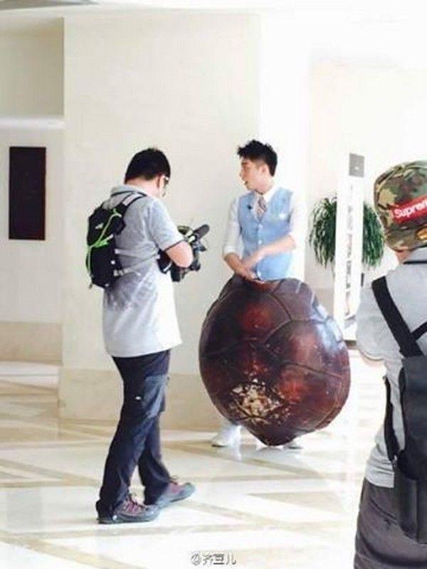 Hoàng Cảnh Du, Hứa Ngụy Châu khác đội chơi vẫn dính chặt như sam ảnh 4