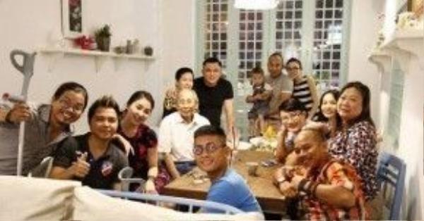 Ca sĩ Lan Hương, Thuỳ Linh (nhóm 5 Dòng kẻ) cùng các thành viên nhóm MTV (Thiên Minh; Thiên Vương; Anh Tuấn) cùng ca sĩ Hoàng Bách và bạn bè chụp hình cùng nhạc sĩ Nguyễn Ánh 9 trong một dịp gặp gỡ.