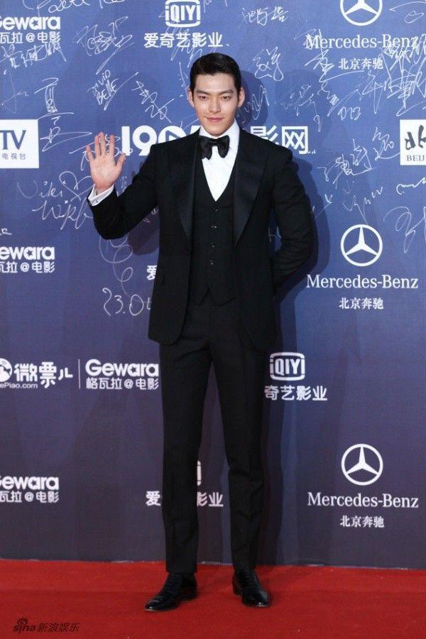 Hoa đán Hong Kong ngã sõng soài, Kim Woo Bin hơn cả soái ca trên thảm đỏ ảnh 9