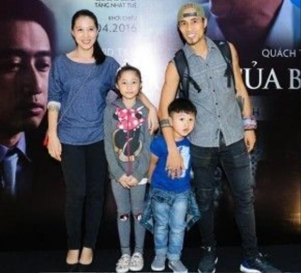 Ca sĩ Pham Anh Khoa và con trai - bé Châu Chấu.