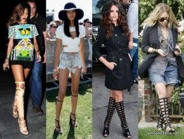 Cô nàng Rihanna với phong cách mạnh mẽ là một fan trung thành của đôi dép chiến binh này. Ngược lại, Selena Gomez lại kết hợp với áo khoác măng tô dáng dài trông vô cùng quyến rũ và quý phái.