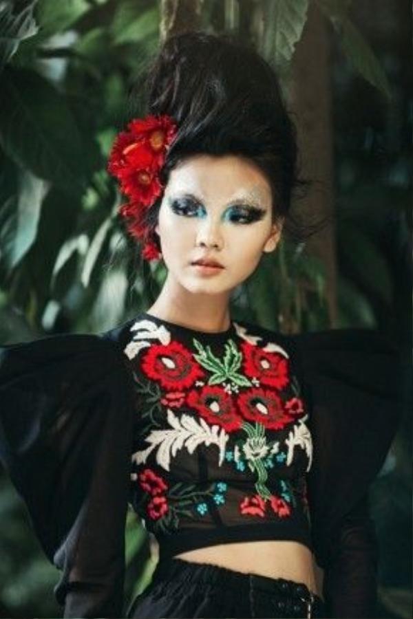 Michael cũng là một người bạn thân của siêu mẫu từ khi cô làm người mẫu tại Anh Quốc. Chính vì vậy cô rất tự hào khi được giới thiệu tài năng của người bạn mình đối với khán giả Việt.