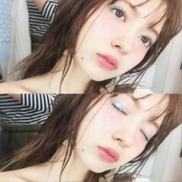 Cách makeup này khiến bạn trông tươi mới, ngây thơ nhưng cũng không kém phần quyến rũ.