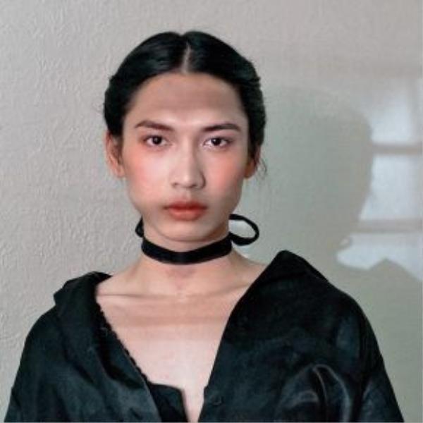 Phần lớn những shoot hình của Adray Minh được chụp theo phong cách beauty cận mặt để thấy được rõ nhất những nét đẹp vô cùng nữ tính trên khuôn mặt của anh chàng này.