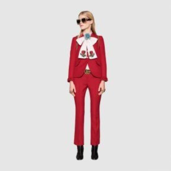 Có thể nói khó lòng nhận định được Hà Hồ hay người mẫu của Gucci ai đẹp hơn trong cùng một thiết kế.