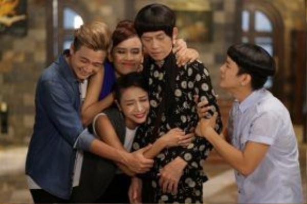 Dù tham gia hài kịch, bi kịch hay chính kịch, Hoài Linh đều cố gắng lồng ghép những thông điệp giả dị, gần gũi, tốt đẹp vào các vai diễn.