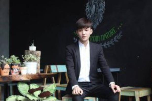 """Hà Trung đạt giải """"Trạng Nguyên"""" trong cuộc thi 'Viết Văn Bằng Tiếng Hàn' lớn nhất thế giới, được tổ chức vào tháng 10/2015 ở Seoul, bởi Đại học Yonsei- một trong ba trường đại học hàng đầu của Hàn Quốc."""