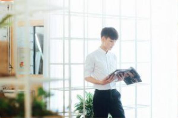 Từ khi còn là sinh viên năm 2 Hà Trung đã làm việc cho các công ty lớn như: Lotte, SamSung; phiên dịch cho các Đoàn tình nguyện Hàn Quốc; phiên dịch ngắn hạn cho Đài truyền hình EBS Hàn Quốc; phiên dịch cho các Đoàn giáo sư, bác sỹ, kiến trúc sư Hàn Quốc sang Việt Nam công tác…