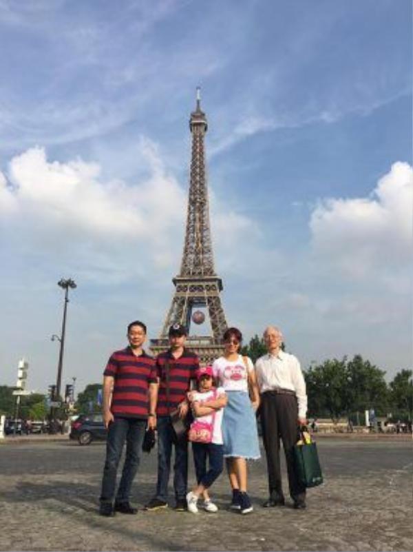 Cả gia đình cựu người mẫu Thúy Hằng vừa tham gia chuyến du lịch châu Âu.