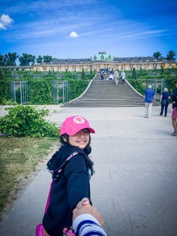 Hào hứng khám phá lâu đài Sanssouci.