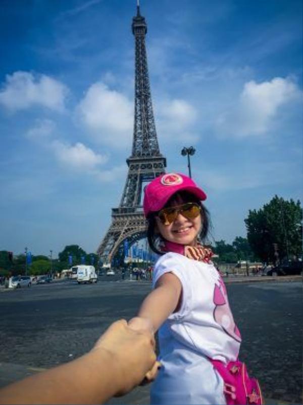 Đặt chân đến Pháp, bất kỳ ai cũng không thể không đến tháp Eiffel.