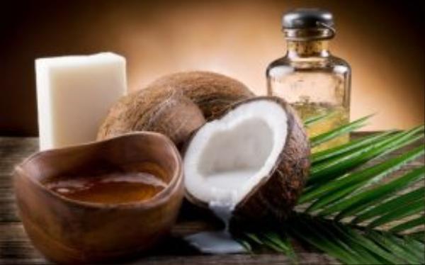 Phụ nữ Brazil coi dầu dừa là bí quyết để tạo cơ bụng. Đây cũng là nguyên liệu thường thấy trong nhà bếp, dùng để nấu ăn hoặc trộn salad.